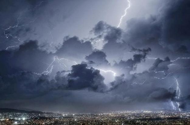 Καιρός: Από καύσωνα… καταιγίδες και πτώση θερμοκρασίας