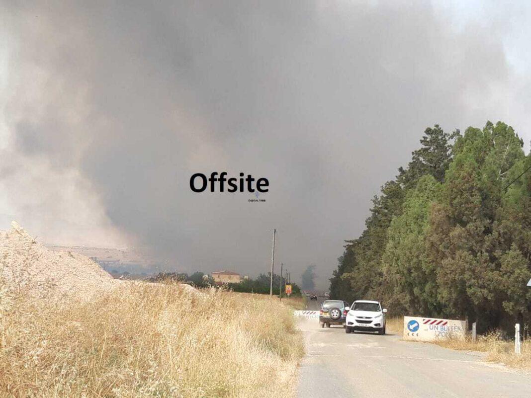 ΤΩΡΑ: Έκτος ελέγχου φωτιά κοντά στο αεροδρόμιο Λευκωσίας