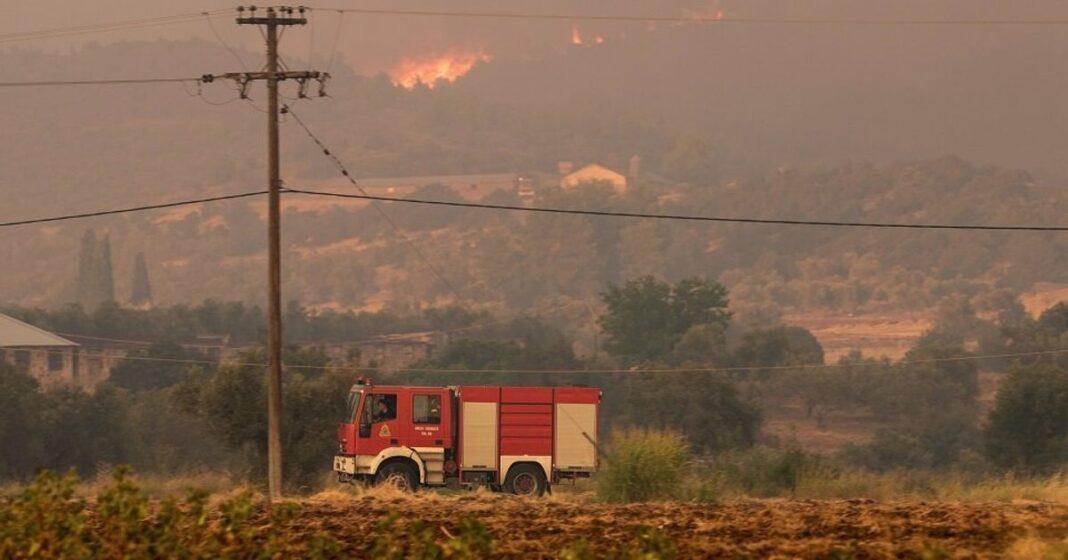 Πυρκαγιά σε χορτολιβαδική έκταση στα Εξαμίλια Κορινθίας