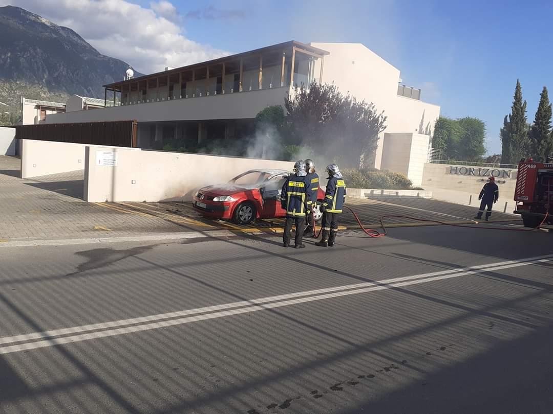 Καλαμάτα Αυτοκίνητο τυλίχτηκε στις φλόγες!