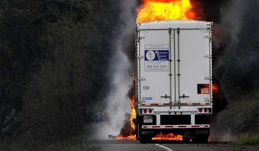Πυρκαγιά σε φορτηγό στην περιοχή Οινοφύτων