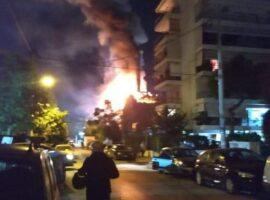 Μεγάλη πυρκαγιά τώρα σε κατάστημα εστίασης στο Παλαιό Φάληρο.(Φωτο από το συμβάν)