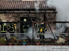 Ολοκληρώθηκε κατάσβεση πυρκαγιάς σε οικία στην Καλλιθέα Αττικής