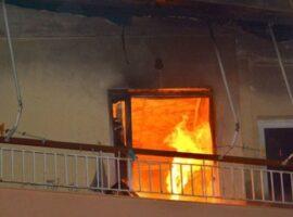 Μεγάλη πυρκαγιά ΤΩΡΑ σε διαμέρισμα στο Αιγάλεω Αττικής. Απεγκλωβίστηκε 1 Άτομο