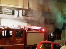 Πυρκαγιά ΤΩΡΑ σε ισόγειο διαμέρισμα στην Καλλιθέα Αττικής.