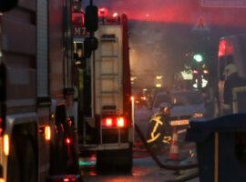 Πυρκαγιά στην είσοδο της εφορίας στην Αθήνα