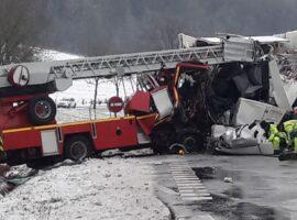 Σοκαριστικό τροχαίο με έναν νεκρό πυροσβέστη και έναν σοβαρά τραυματία (Φώτο)