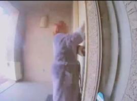 Ηρωική γειτόνισσα χτυπάει την πόρτα και σώζει οικογένεια που κοιμάται σε φλεγόμενο σπίτι (Βίντεο)