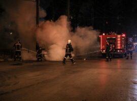 Θεσσαλονίκη: Πυρκαγιά σε φορτηγό και τροχόσπιτα στο Παλαιόκαστρο