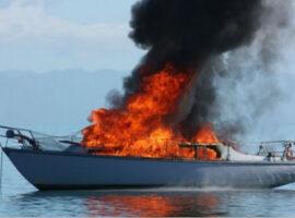 Πυρκαγιά σε σκάφος στο λιμάνι της Περάμου