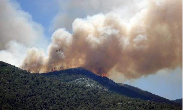 Μεγάλη δασική πυρκαγιά στην Αιτωλοακαρνανία
