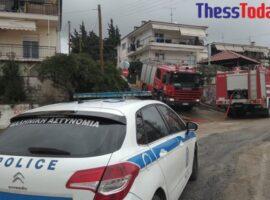 Θεσσαλονίκη: Πυρκαγιά σε διώροφη κατοικία – Επί τόπου η Πυροσβεστική