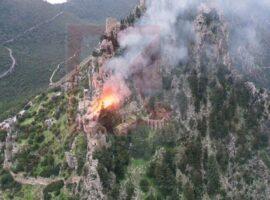 Πυρκαγιά κοντά στο κάστρο του Αγίου Ιλαρίωνα στον Πενταδάκτυλο