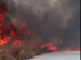 ΗΠΑ: Φωτιά μέσα στο χιόνι (Βίντεο)