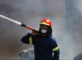 Πυρκαγιά σε ξύλινο οικίσκο στο Κερατσίνι
