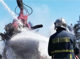 Πυρκαγιά ΤΩΡΑ σε μεγάλο κάδο ανακύκλωσης στον Βύρωνα Αττικής
