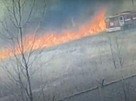 Πυροσβεστικό όχημα πήγε σε πυρκαγιά χορτολιβαδικής έκτασης και κάηκε ολοσχερώς.(Βίντεο)