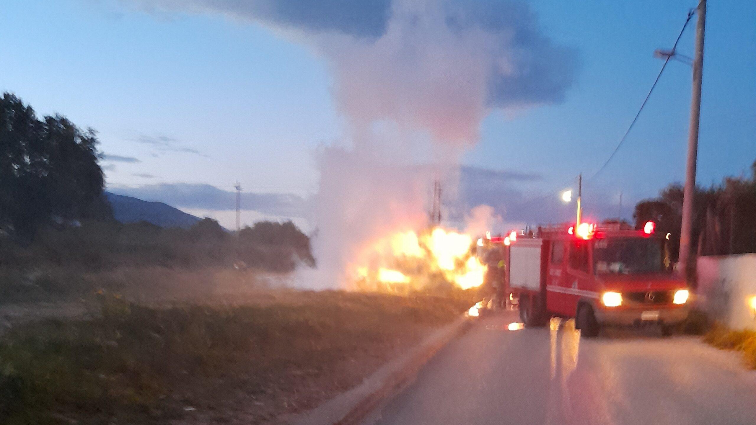 Πυρκαγιά ΤΩΡΑ σε Ι.Χ.Ε. όχημα στην Βάρη Αττικής