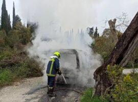 Πυρκαγιά σε όχημα στην Κέρκυρα.(φώτο)
