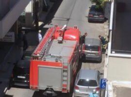 Πυροσβεστικό όχημα εγκλωβισμένο από αμέλεια παρκαρισμένου οχήματος