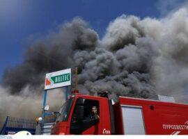 Μεγάλη πυρκαγιά ΤΩΡΑ σε συσκευαστήριο τροφίμων στο Ναύπλιο