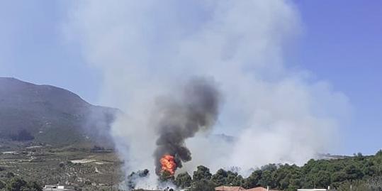 Υπό μερικό έλεγχο τέθηκε η πυρκαγιά στο Καλέντζι Κορινθίας