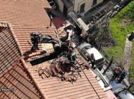 Χαλκιδική-Πυρκαγιά στην καμινάδα σπιτιού επεκτάθηκε στην σκεπή.(φώτο)