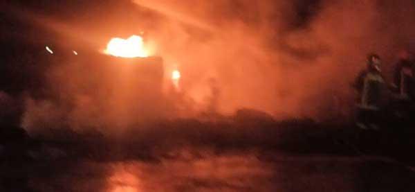 Μεγάλη πυρκαγιά ΤΩΡΑ σε κατάστημα ελαστικών στην Αθήνα
