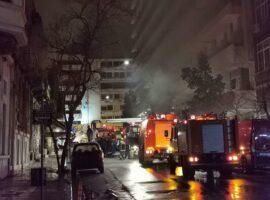 Πυρκαγιά ΤΩΡΑ σε εγκαταλελειμμένο κτίριο στην Αθήνα