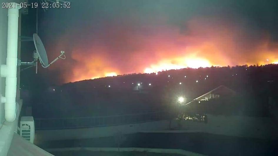 Μεγάλη πυρκαγιά ΤΩΡΑ σε δασική έκταση στον Σχίνο Κορινθίας