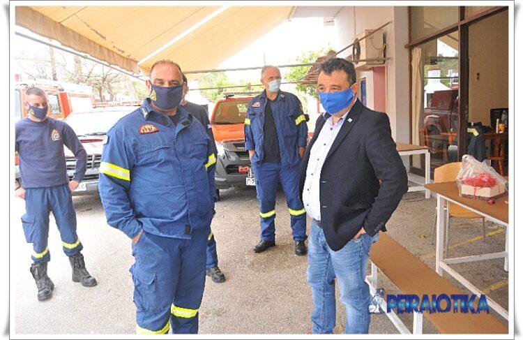 Ο Νικόλαος Σούτας: Εθιμοτυπική επίσκεψη στο Πυροσβεστικό Κλιμάκιο της Σαλαμίνας.