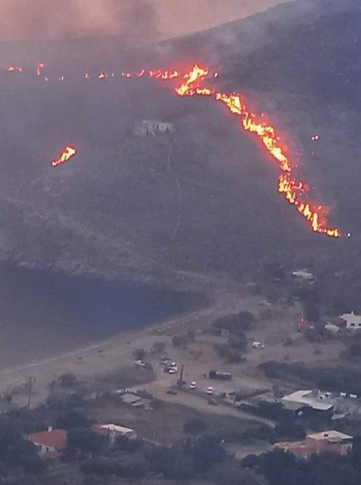 Σε εξέλιξη βρίσκεται η μεγάλη πυρκαγιά στην Κέα (Φώτο & Βίντεο)