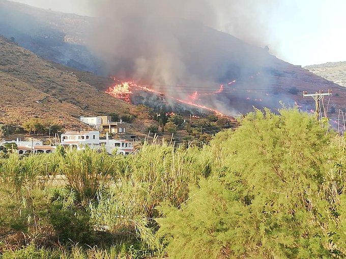 Σε πλήρη εξέλιξη η πυρκαγιά στην Κέα - Αναμένεται ενίσχυση των πυροσβεστικών δυνάμεων