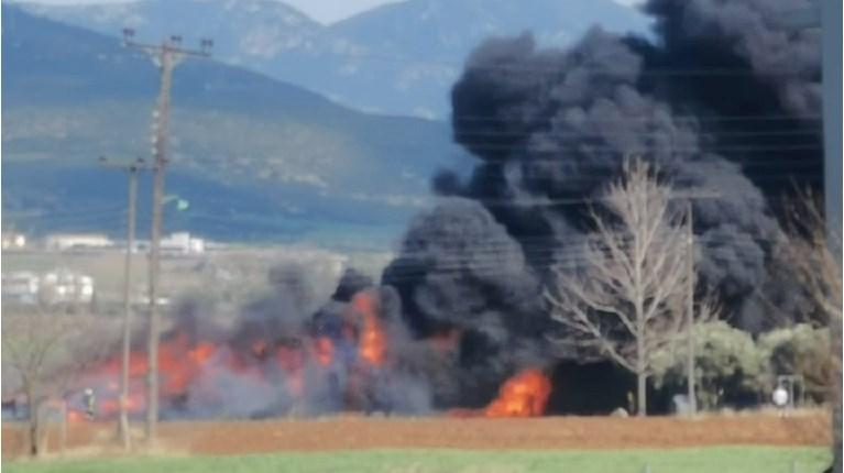 Πυρκαγιά σε εξέλιξη σε αγροτική αποθήκη στην Αχαΐα