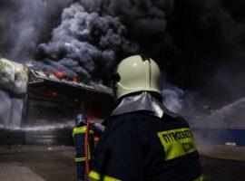 Πυρκαγιά σε βιοτεχνία επιπλών στην Λάρισα