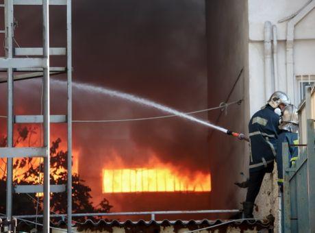 Πυρκαγιά σε κατάστημα ανταλλακτικών αυτοκινήτων στο Αιγάλεω Αττικής