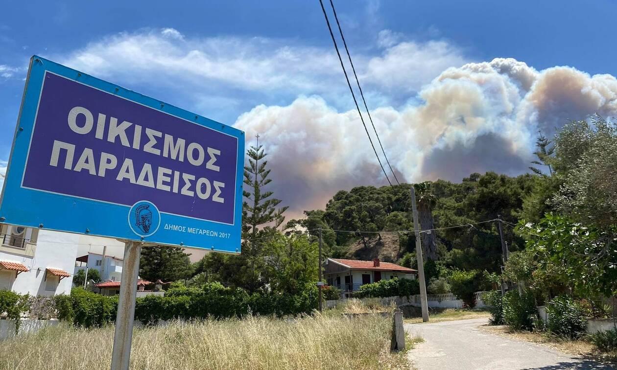 Τιτάνια μάχη για να μην φτάσει η πυρκαγιά στα Μέγαρα