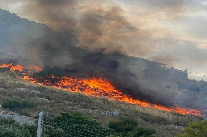 Πυρκαγιά ΤΩΡΑ σε χαμηλή βλάστηση στο Κερατσίνι