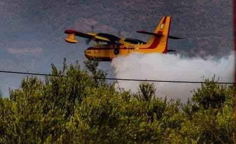 Ενισχύονται η δυνάμεις στην πυρκαγιά στην Κερατέα.Εκκενώνεται προληπτικά οικισμός.(βίντεο)