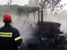 Πυρκαγιά σε τρακτέρ στην Λάρισα