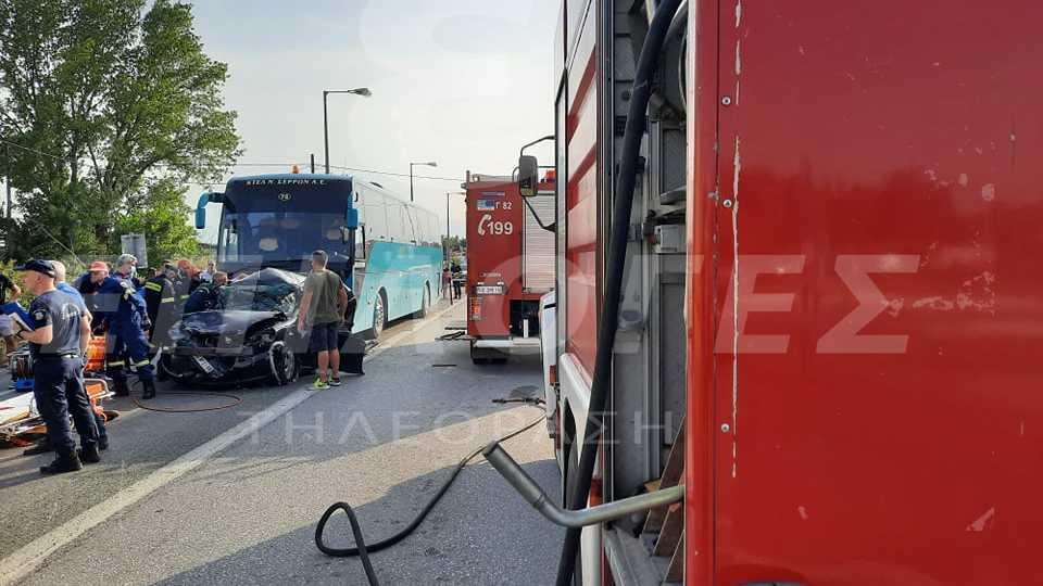 Τροχαίο στις Σερρες: ΙΧ συγκρούστηκε με φορτηγό και λεωφορείο - Τρεις εγκλωβισμένοι