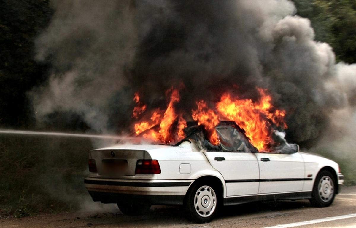 Πυρκαγιά σε εν κινήσει ΕΙΧ όχημα στον Χολαργό Αττικής
