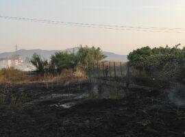 Πυρκαγιά εν υπαίθρω σε κατοικημένη περιοχή στο Αγρίνιο