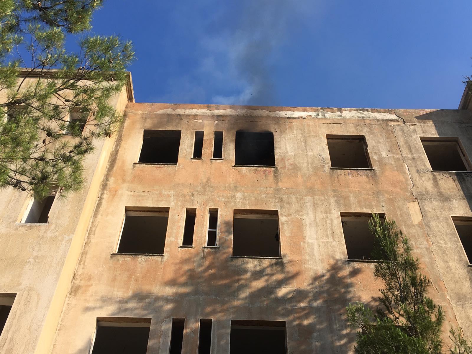 Πυρκαγιά αυτή τη στιγμή εντός του κτιρίου του ΝΙΕΝ στην Πεντέλη