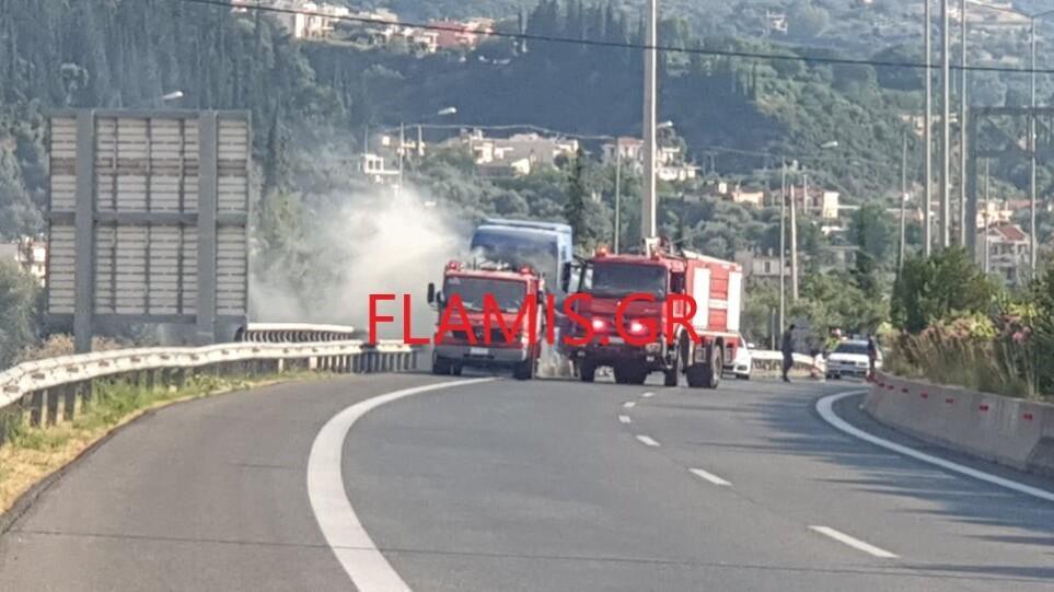 Πυρκαγιά σε βυτιοφόρο στην Πάτρα - Μεγάλη η κινητοποίηση της Πυροσβεστικής