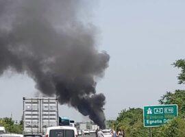 Πυρκαγιά σε νταλίκα στην Εγνατία Οδό αμέσως μετά τη Βέροια.(βιντεο)