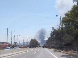 Πυρκαγιά ΤΩΡΑ σε βυτιοφόρο με επικίνδυνο υλικό στα Νεόκτιστα Ασπροπύργου