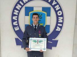 Ο αστυνομικός που έσωσε 48 άτομα από την πυρκαγιά στο Μάτι τιμήθηκε από την ΕΛΑΣ