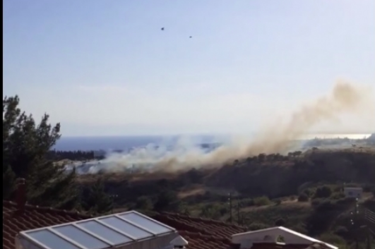 Συναγερμός για πυρκαγιά στο Πανόραμα Θεσαλονίκης - Η Πυροσβεστική έδωσε εντολή εκκένωσης των σπιτιών