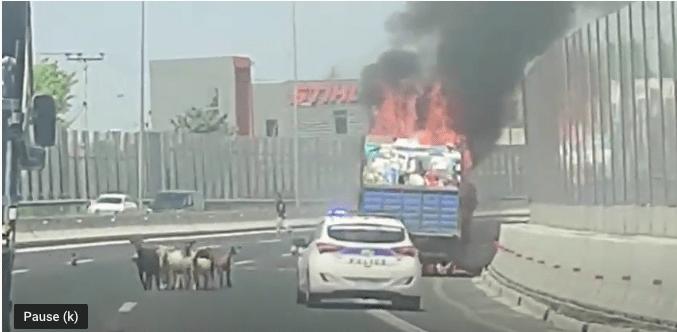 Πυρκαγιά σε φορτηγό στην Αθηνών-Λαμίας στο ύψος της Κηφισιάς